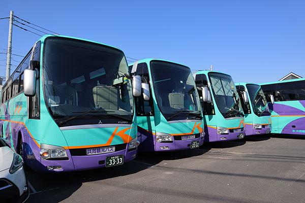 観光バスってどこのメーカーが作ってるの?