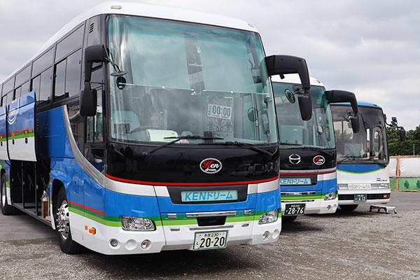 貸切バス(大型)の大きさは?ダンプカーより大きいの?